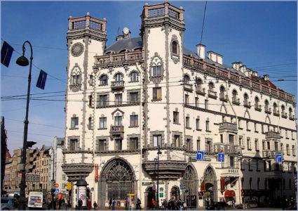 «Дом с башнями», площадь Льва Толстого Фото Alexander Y. Potekhin, Википедия.