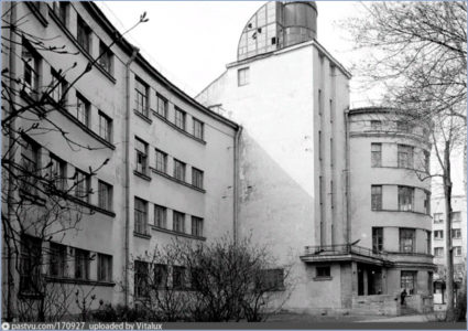 Школа им. 10-летия Октября на пр.Стачек // Фото: И. А. Пальмин (1985)
