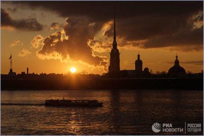 Закат на набережной реки Невы. © РИА «Новости» / Алексей Даничев