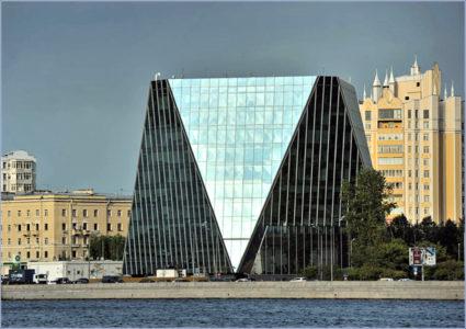 Вид набережных Петербурга, где есть высотные здания и строения. Фото «Metro»